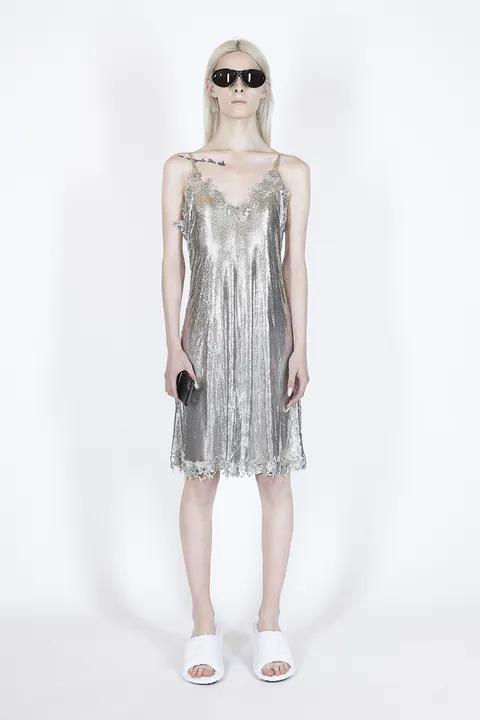 Tai sao quần áo của chúng ta lại lấp lánh ánh kim trong năm 2021 - 1
