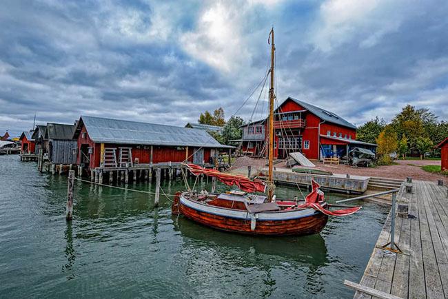 12. Mariehamn là nơi có vẻ đẹp tráng lệ. Khách du lịch thích thú khi đến thăm thị trấnnày vì có thể dễ dàng đi từ đầu này đến đầu kia.