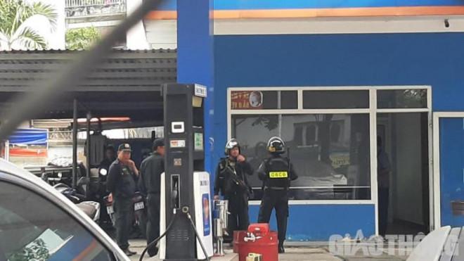 Nóng: Công an phong tỏa cây xăng ở đường Nguyễn Kiệm, TP.HCM - 1