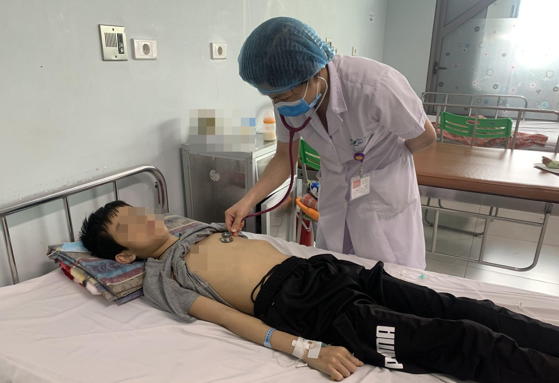 Chỉ sau 3 ngày mệt mỏi, ăn kém, vàng da, cậu bé 12 tuổi bị suy gan cấp - 1