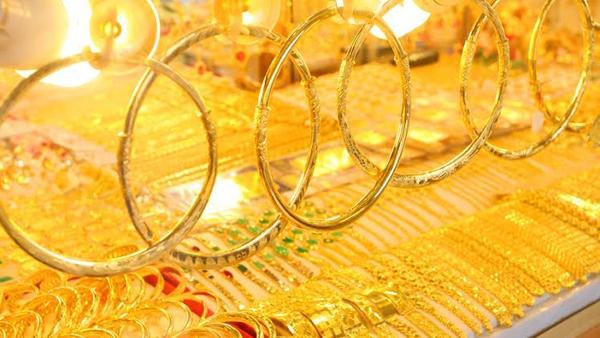 Giá vàng hôm nay 25/3: Dân buôn vẫn miệt mài bán ra hơn 7 tấn vàng - 1