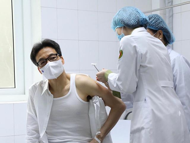 """Phó Thủ tướng Vũ Đức Đam tiêm thử nghiệm vắc-xin phòng COVID-19 """"made in Vietnam"""" - 1"""