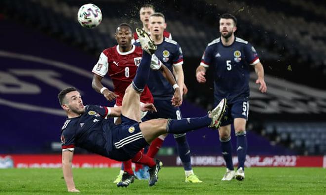 SAO Ngoại hạng Anh tái hiện siêu phẩm của Rooney: Sút bừa vì tưởng việt vị - 1