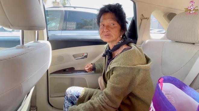 Ca sĩ Kim Ngân sống lang thang tại Mỹ tiết lộ bị kẻ xấu cắt một bên tai - 1