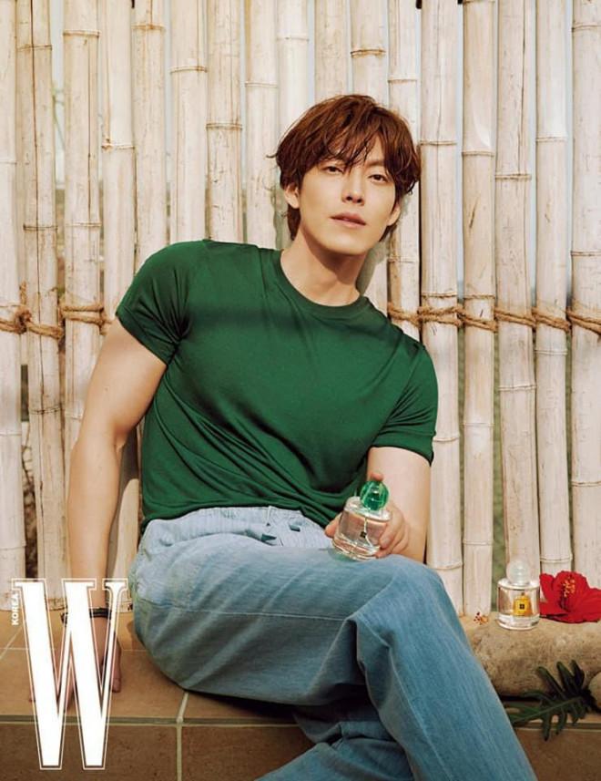 """Kim Woo Bin khiến hậu bối chạy dài với body """"đỉnh của chóp"""" trong bộ ảnh sau 4 năm bệnh - 1"""