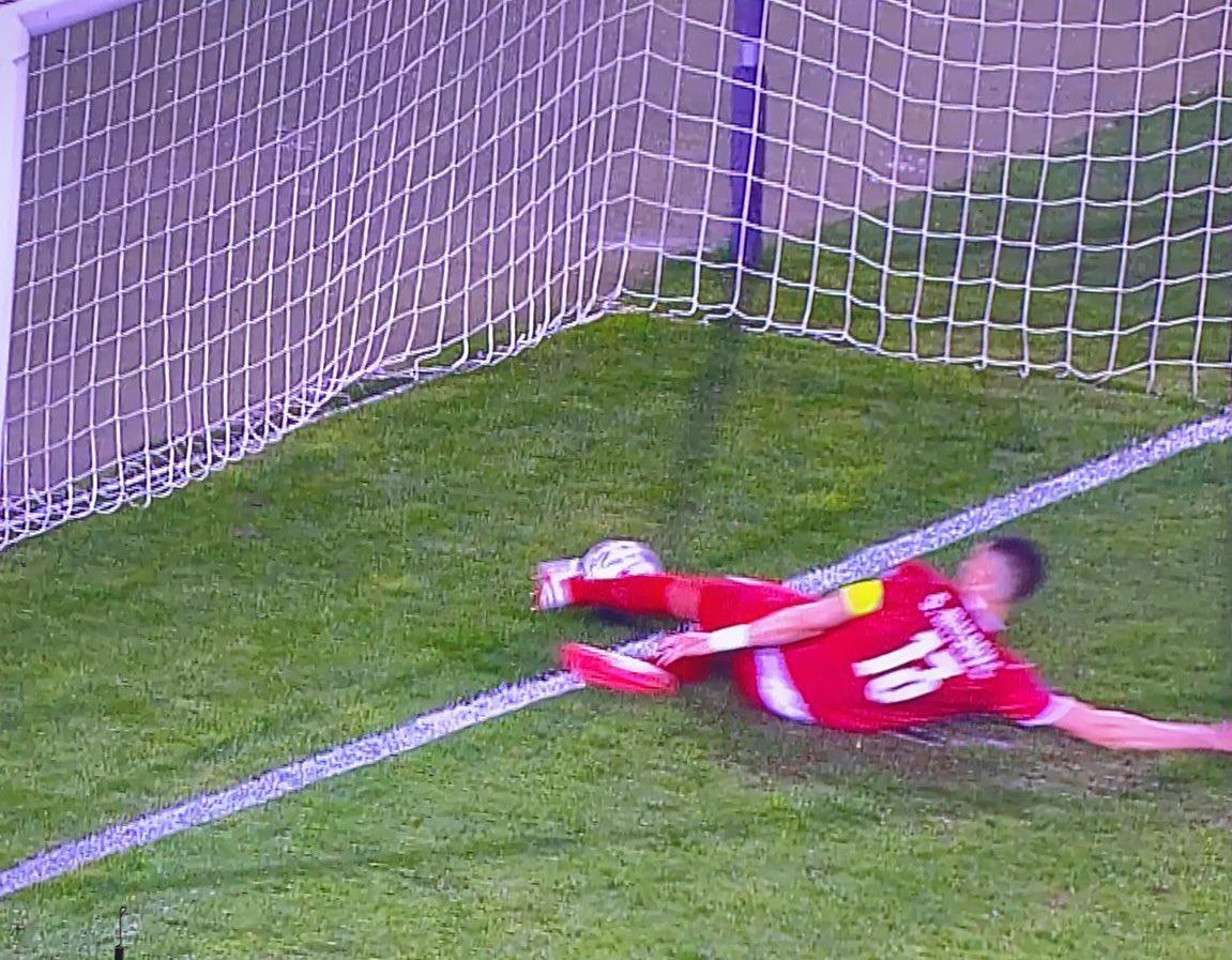 """SỐC: Ronaldo phát điên ném băng đội trưởng vì ĐT Bồ Đào Nha bị """"cướp"""" chiến thắng - 1"""