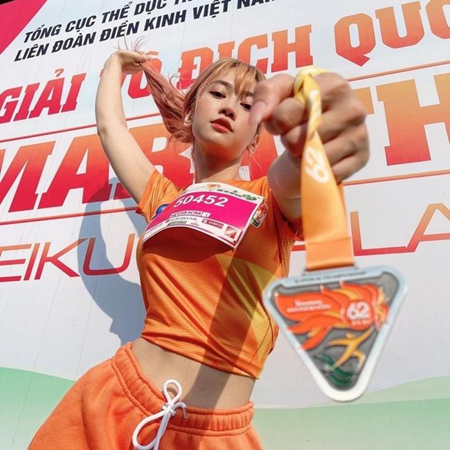 Mới đây, một số người đẹp showbiz Việtđã tham gia cuộc thi điền kinhthu hút sự chú ý của cư dân mạng.
