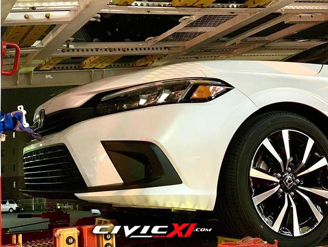 Honda Civic 2022 xuất hiện không che chắn trên xe vận chuyển - 3