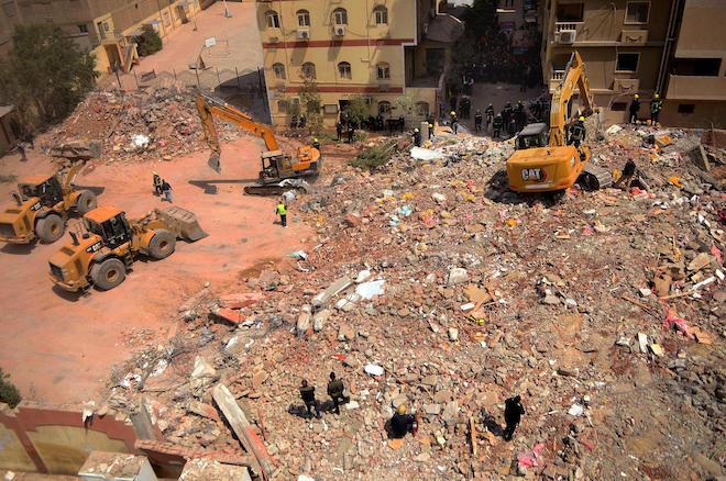 Toà nhà 9 tầng đổ sập khiến 25 người chết và điều thần kỳ trong đống đổ nát - 1