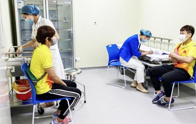 Những vận động viên Việt Nam đầu tiên được tiêm vắc-xin Covid-19 - 1
