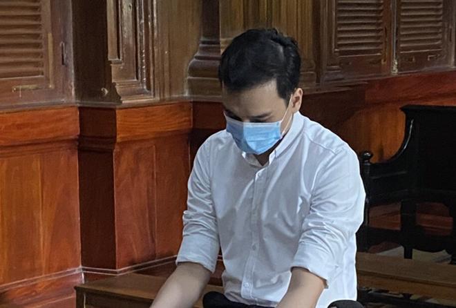 Tiếp viên hàng không làm lây lan dịch COVID-19 lĩnh 2 năm tù treo - 1