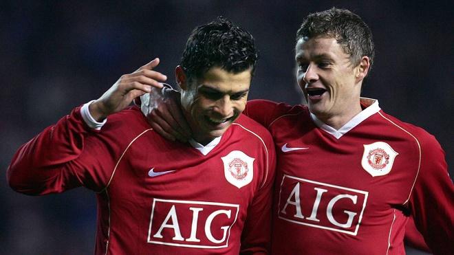 Sốc Ronaldo từng bị 2 kẻ bắt nạt tại MU: Solskjaer cầm đầu, người còn lại là ai? - 1