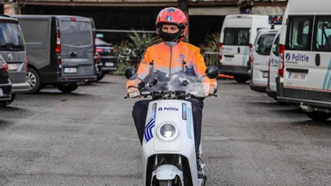 Cảnh sát Bỉ tuần tra bằng xe máy điện Trung Quốc - 1