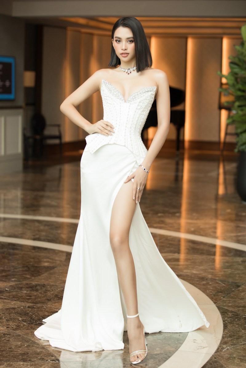 Hoa hậu Tiểu Vy làm giám khảo Miss World Vietnam khi mới 21 tuổi - 1