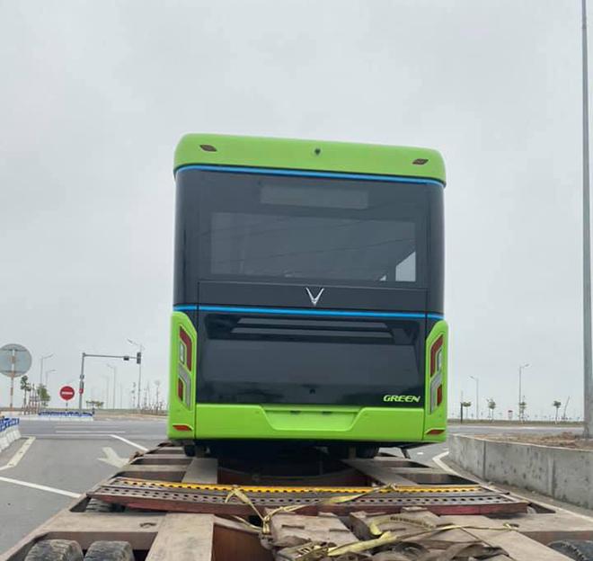Xe buýt điện VinFast được vận chuyển về Hà Nội, sẵn sàng hoạt động - 4