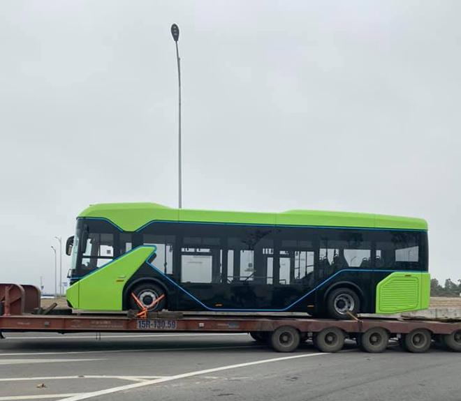 Xe buýt điện VinFast được vận chuyển về Hà Nội, sẵn sàng hoạt động - 3