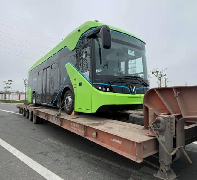 Xe buýt điện VinFast được vận chuyển về Hà Nội, sẵn sàng hoạt động - 1