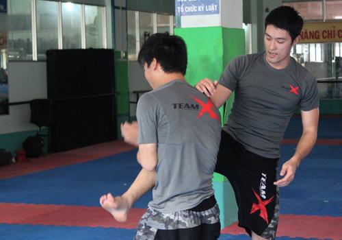 Đột kích Johnny Trí Nguyễn trong phòng tập - 10
