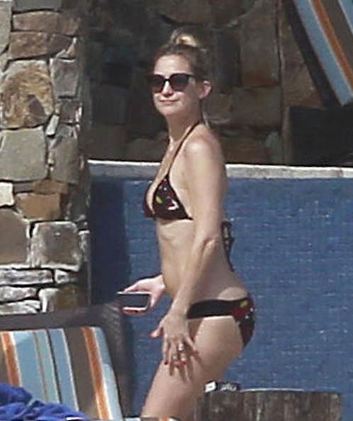 """Sao Hollywood tranh ngôi """"đệ nhất bikini"""" - 1"""