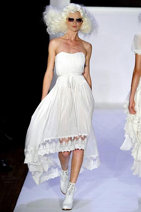 Top 15 chiếc váy có đuôi ấn tượng mùa hè - 1