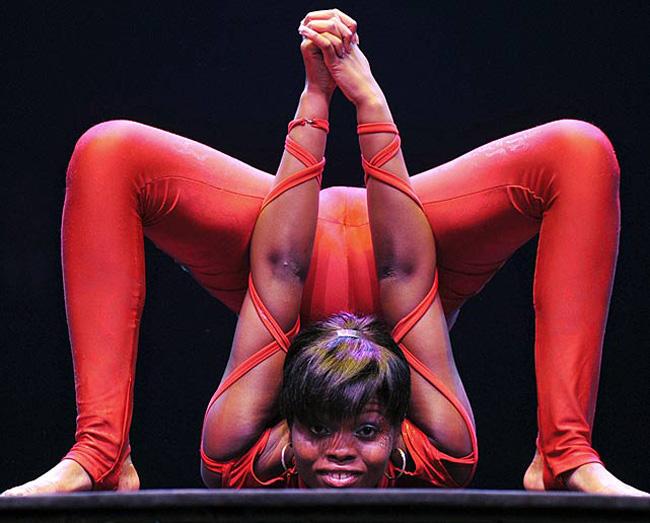 Narkulunga Buthelezi là phụ nữ dẻo nhất hành tinh. Cô được phát hiện tài năng tại một chương trình khám phá tài năng của Hà Lan.