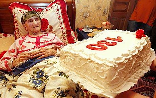 Cụ bà Antisa Khvichava người Gruzia đã bước sang tuổi 130 và như vậy, bà đã phá kỷ lục người già nhất thế giới trước đó được ghi nhận là cụ bà thọ 122 tuổi 164 ngày.