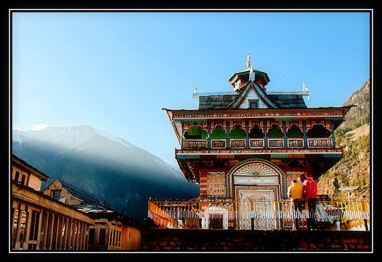 Sarahan là một thị trấn nhỏ ở Himachal Pradesh, Ấn Độ.