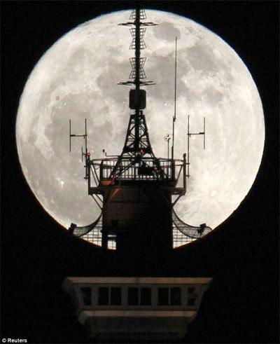 Hồi hộp chờ xem siêu mặt trăng ngày 5/5 - 1