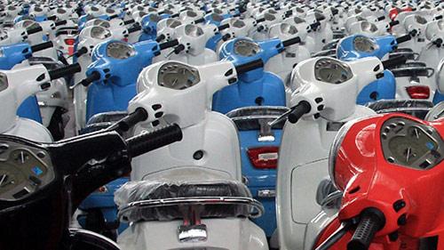 Thị trường xe máy: xe nằm phơi mốc - 1