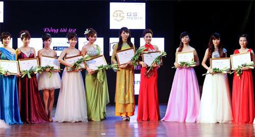 Hoa khôi Ngoại giao ẵm giải Miss Travel 2012 - 1