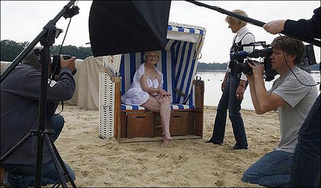Ai bảo chỉ những cô gái trẻ đẹp mới dám chụp ảnh nude. Trường hợp cụ bà Christiane, người Đức, là một minh chứng phản biện điều đó. Khi 89 tuổi, bà vẫn vô tư khỏa thân để thực hiện bộ lịch từ thiện.