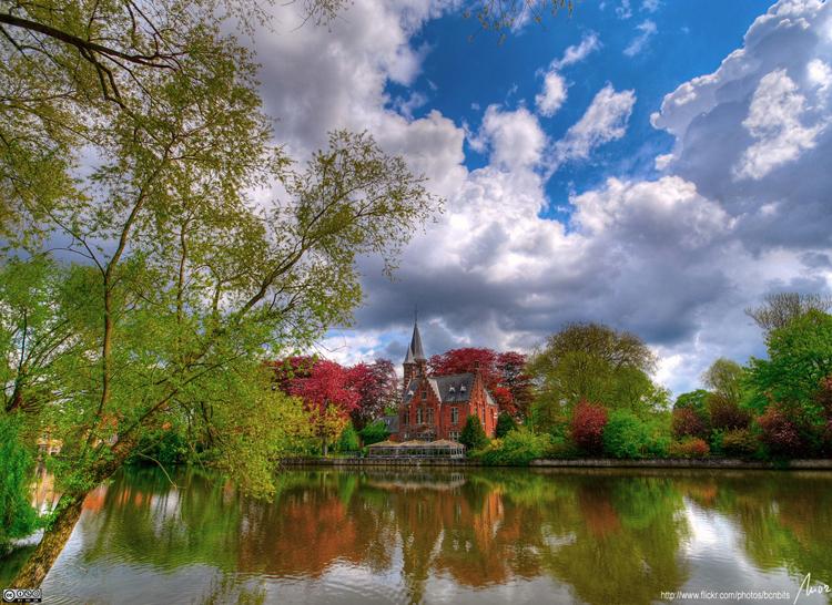 Thành phố này nằm ở mảnh đất phía tây bắc Bỉ.