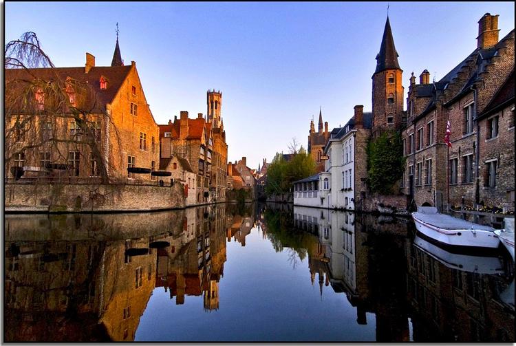 Bruges là thành phố có hải cảng sầm uất.