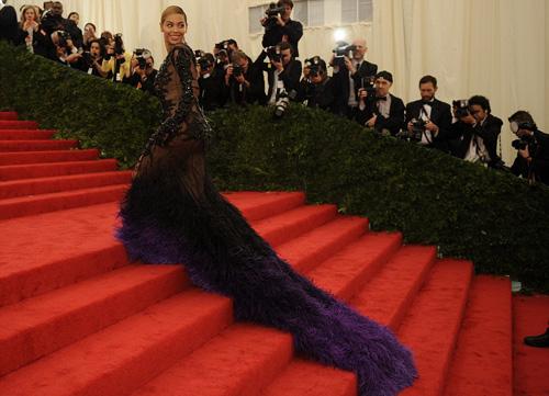 Beyonce quá gợi cảm nơi đông người - 1