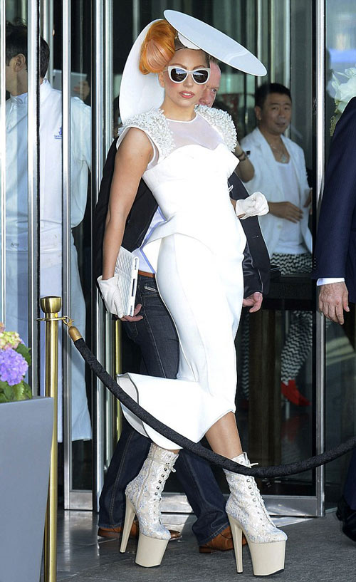 Lady Gaga lúc thanh lịch khi cá tính - 1