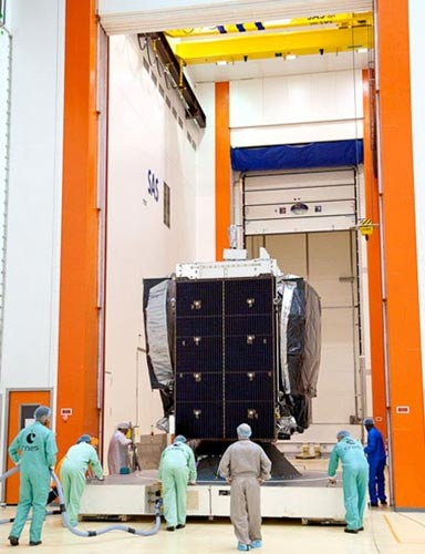 Cận cảnh VINASAT-2 tại TT vũ trụ quốc tế - 1