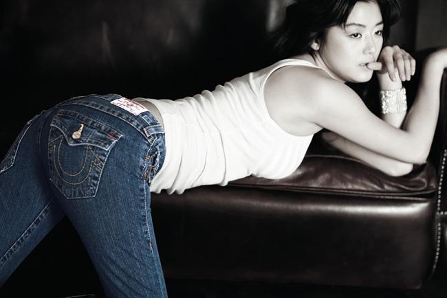 Jeon Ji Hyun được chọn là ngôi sao có đường cong hoàn mỹ nhất.