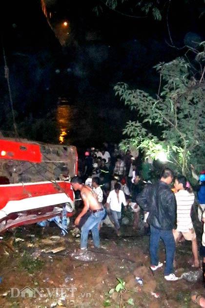 Xe khách rơi xuống sông, 34 người chết - 1