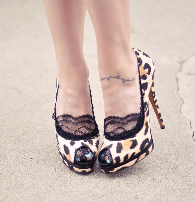 Làm tất ren cho đôi giày thêm sexy - 1