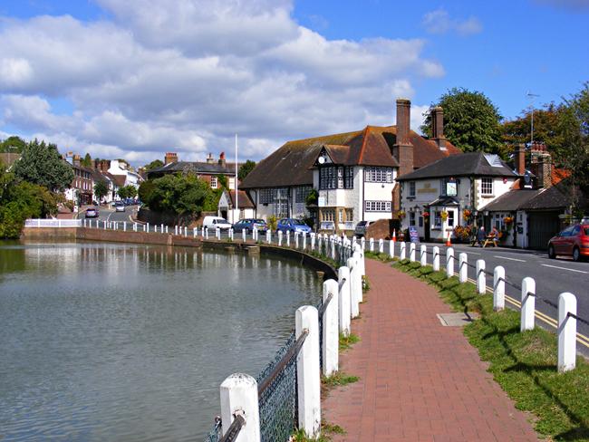 Lindfield là ngôi làng xinh xắn tại tỉnh Mid Sussex, West Sussex, nước Anh.