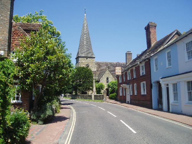 Con đường chính Lindfield đưa du khách tới nhà thờ All Saints.