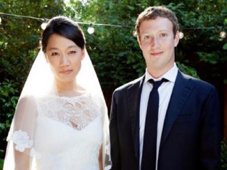 """Tỷ phú Facebook mua váy cưới """"hàng chợ"""" - 1"""