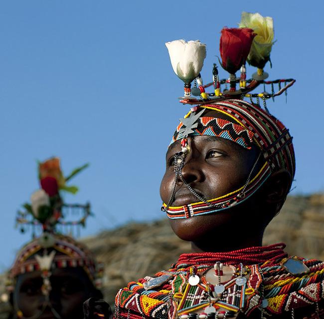 Những người phụ nữ ở các bộ tộc thuộc châu Phi luôn sở hữu những bộ tóc có 1-0-2.