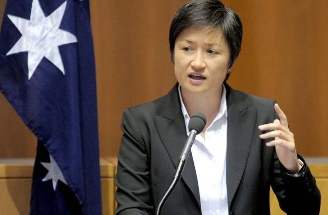 Bộ trưởng tài chính Australia (năm 2011) 42 tuổi, bà Penny Wong, không hề giấu giếm chuyện bà là người đồng tính.