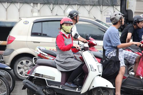 Người Hà Nội mặc áo rét giữa mùa hè - 1