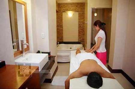 Liệt hai chân vì… massage - 1