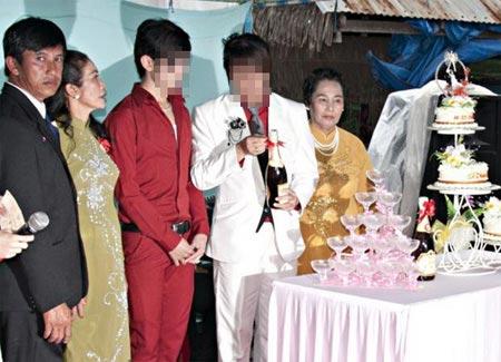Thêm một đám cưới đồng tính ở miền Tây - 1