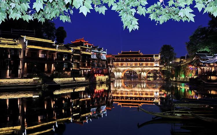 Fenghuang là đô thị cổ sầm uất ở tỉnh Hunan, Trung Quốc.