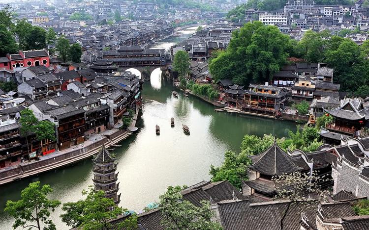 Những ngôi nhà mang đậm phong cách nhà Minh và Thanh vẫn được bảo tồn nguyên vẹn.