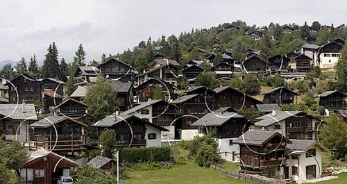 Ngôi làng ảo ảnh độc đáo ở Thụy Sĩ - 1